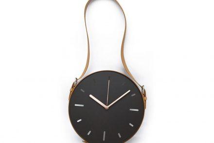 Επιτοίχιο Διακοσμητικό Ρολόι σε μαύρο χρώμα με καφέ ζώνη